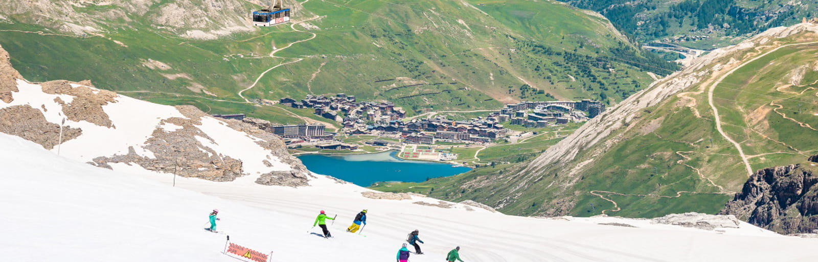Deze zomer is het mogelijk om op een hoogte van 3000m te skiën onder de zon van Tignes.